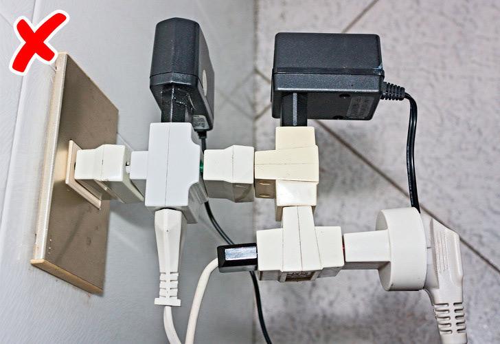 Quá ít ổ cắmsẽ khiến người dùng gặp khó khăn mỗi khi sử dụng các loại thiết bị điện.