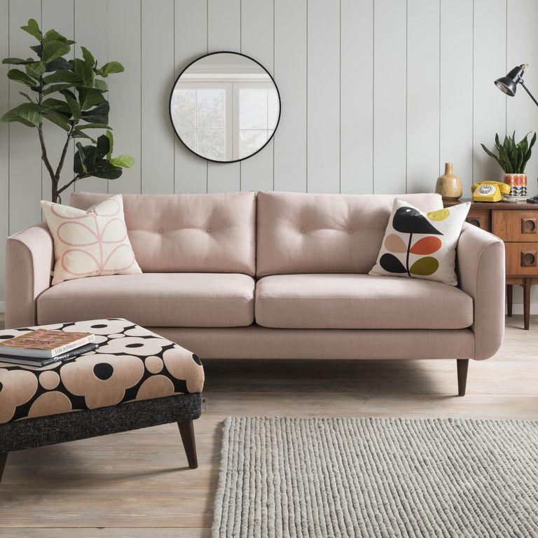 Khung sofa làm bằng gỗ cứng sẽ có tuổi thọ lâu hơn.