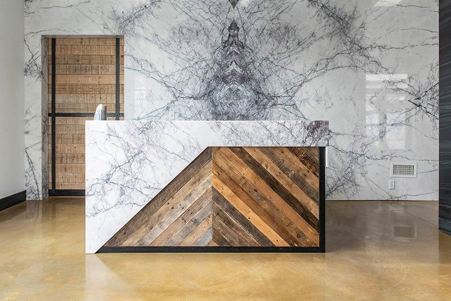 Đá kết hợp với gỗ