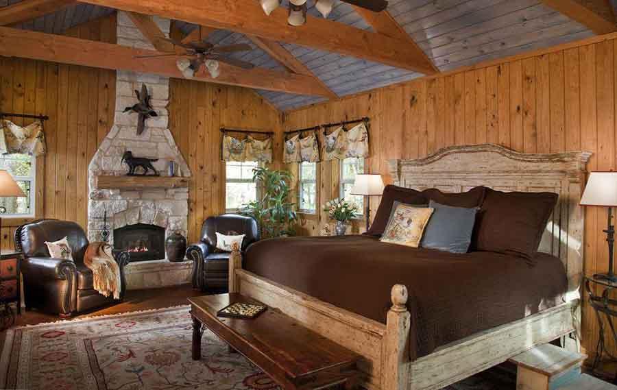 Nội thất với chất liệu gỗ mang đến sự chắc chắn, bền bỉ