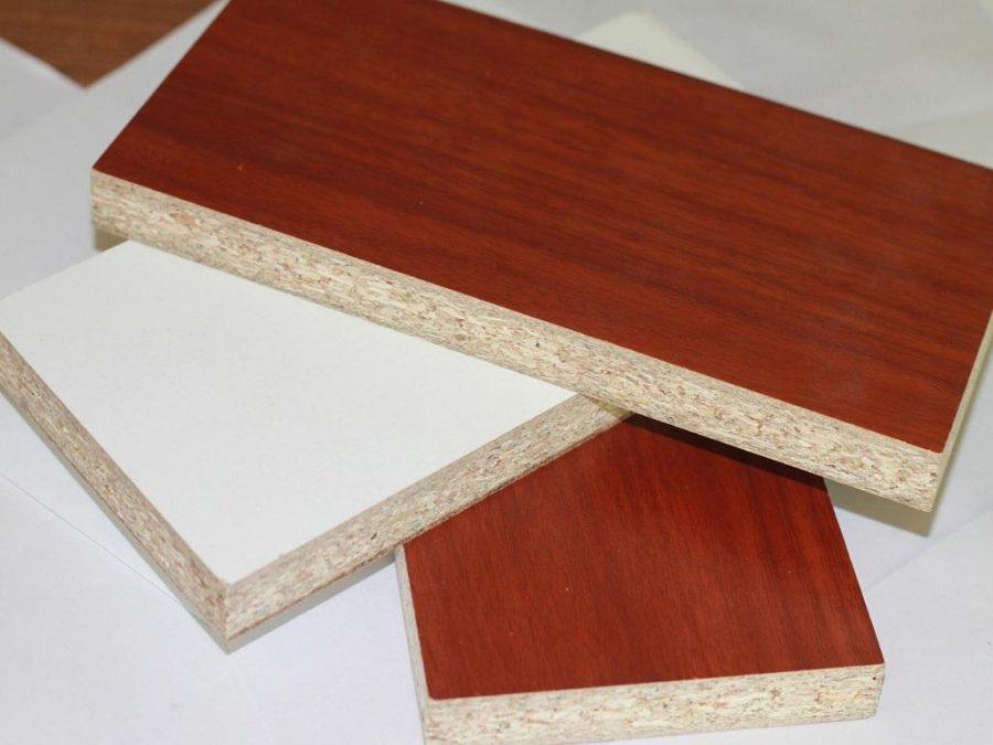 Gỗ Melamine là sự kết hợp của gỗ công nghiệp với bề mặt Melamine.
