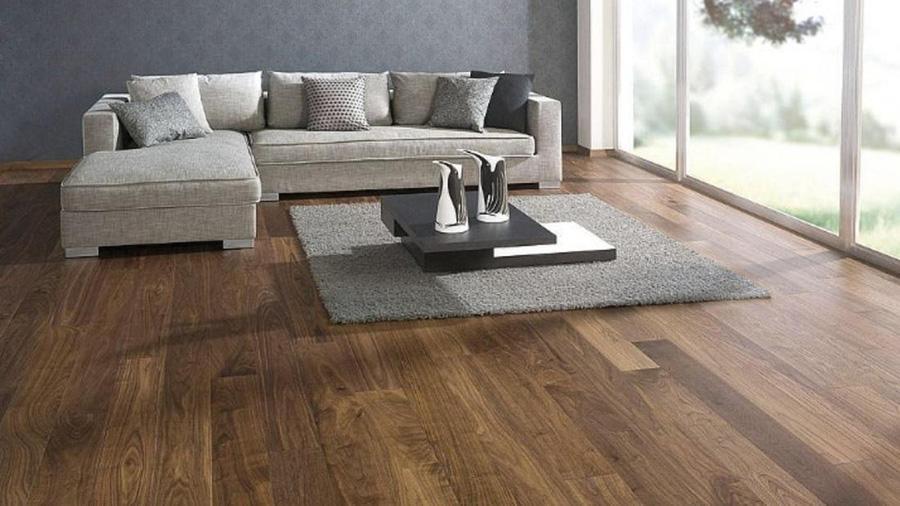 Sàn gỗ mang lại cảm giác êm ái và không bị thô cứng