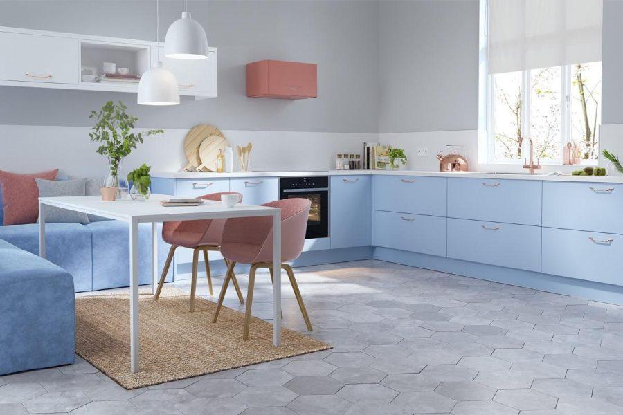 Một loạt các điểm nhấn màu hồng phấn là một biện pháp hoàn hảo cho sự tương phản và ấm áp thông qua trang trí màu xanh da trời cho thiết kế bếp đẹp này