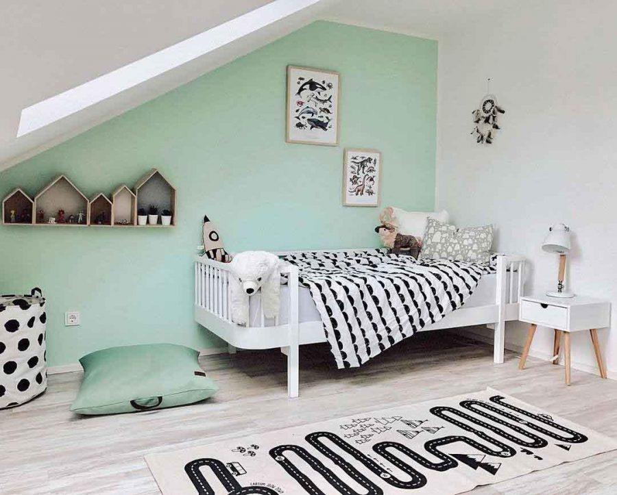 Phòng ngủ bé gái được thiết kế đơn giản