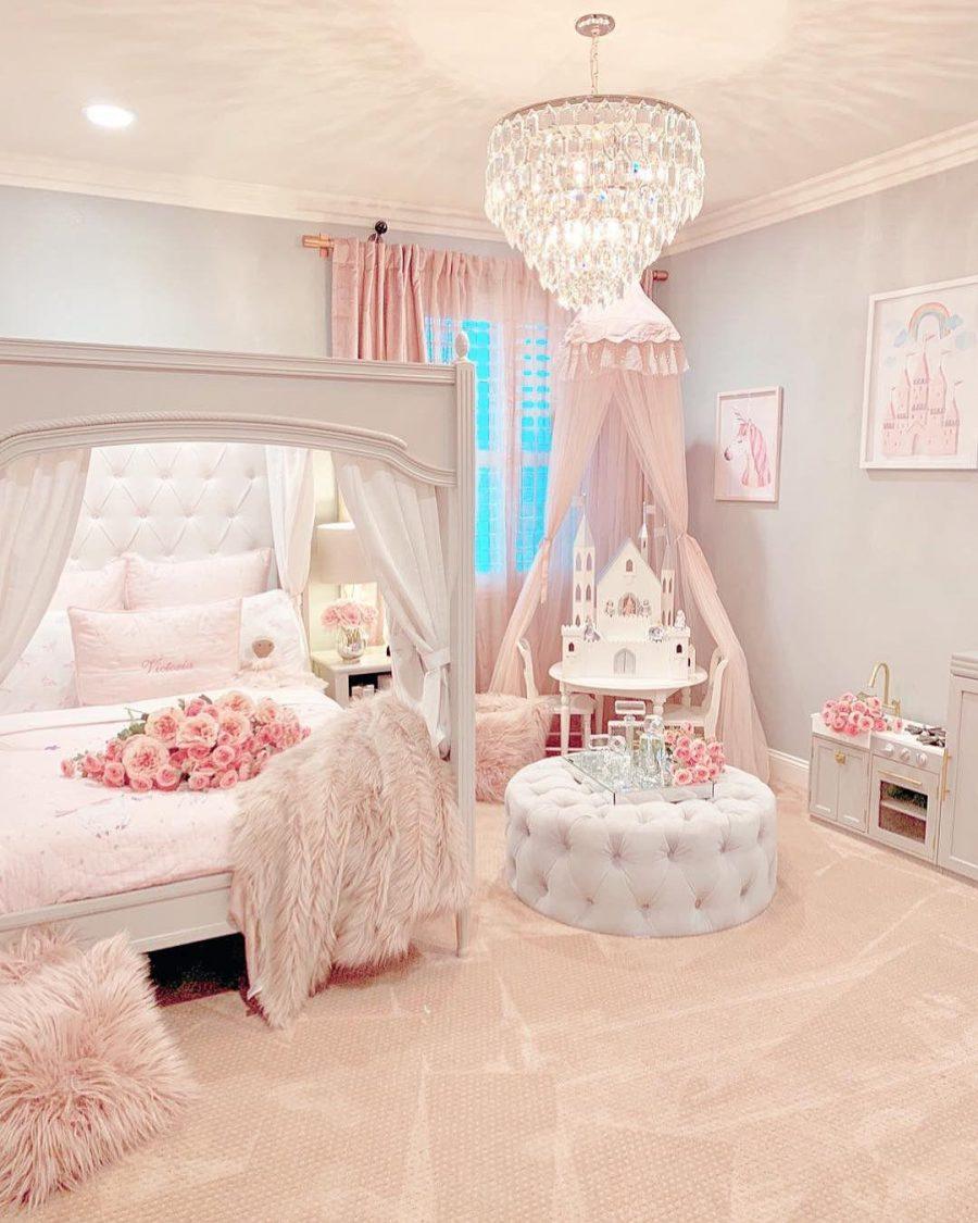 Điểm nhấn phòng ngủ bé gái nằm ở chiếc lều màu hồng
