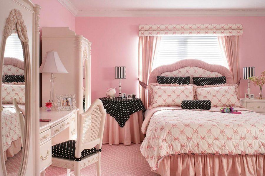 Thiết kế phòng ngủ bé gái tràn ngập màu hồng xen lẫn màu đen