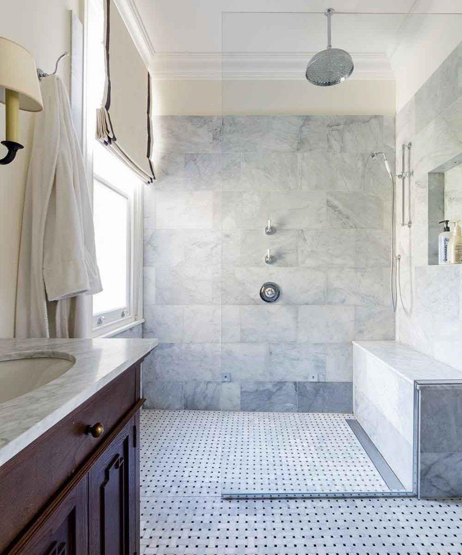 Phòng tắm ẩm ướt