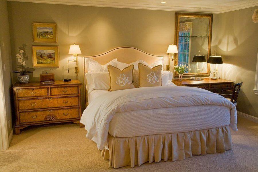 Những chiếc đèn vàng đầu giường