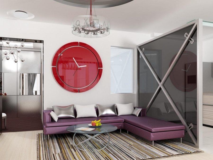Chiếc đồng hồ treo tường lớn và nổi bật trở thành tâm điểm của căn phòng