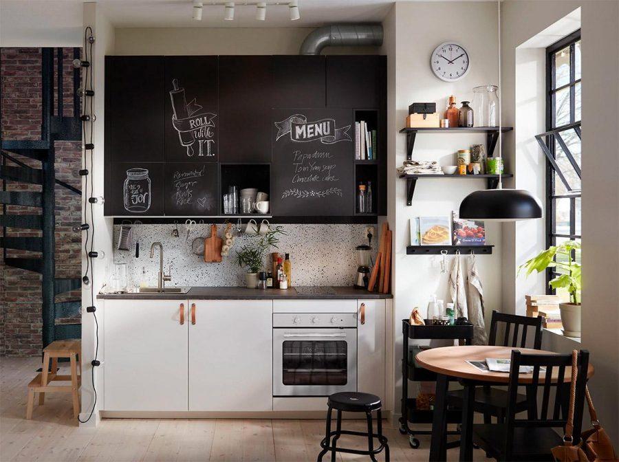 Decor lại tủ bếp bằng bàn tay hội họa của mình cũng là cách để khiến cho chúng trở nên ấn tượng hơn