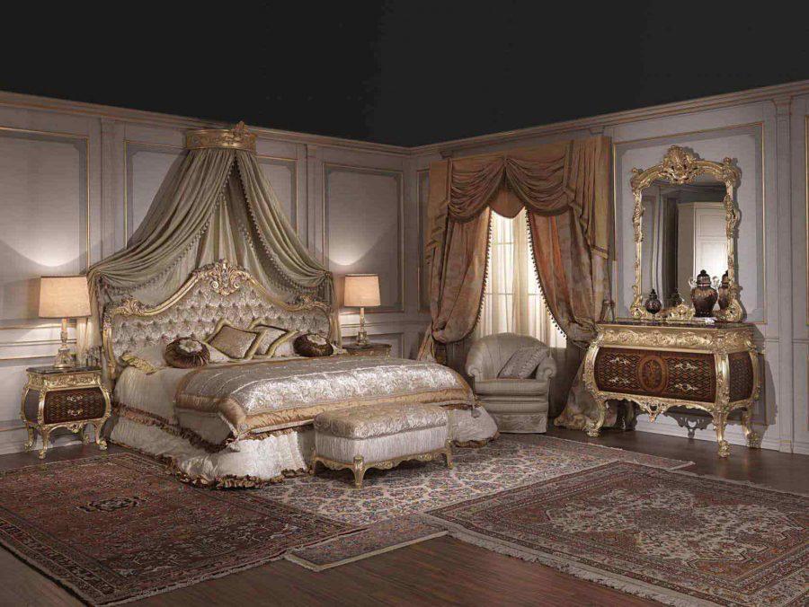 Căn phòng thể hiện sự giàu có bởi chính những họa tiết hoa văn bằng vàng sáng chói