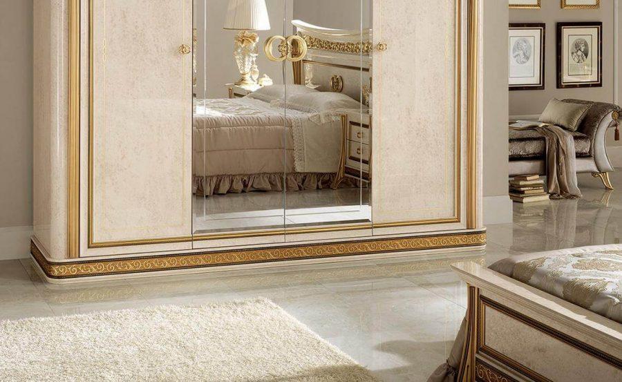 Không thể có khu vực vệ sinh cá nhân mà không có gương và các ngăn kéo để bạn đặt các dụng cụ làm đẹp của mình vào