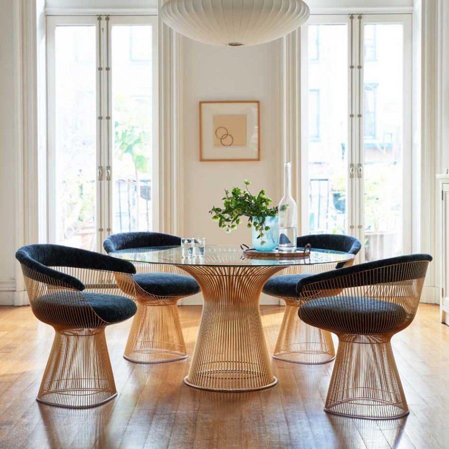 Mặt bàn kính mang đến sự cao cấp, tinh tế và hiện đại cho mọi căn phòng ăn