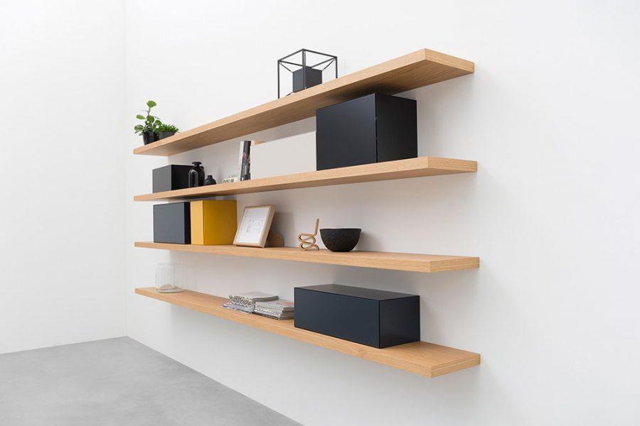 Chắc chắn, khi bạn nghĩ đến kệ sách. Bạn có thể nghĩ đến chất liệu gỗ điển hình với kệ dài và đó là một lựa chọn phổ biến.