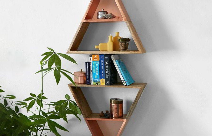 Nếu nhà bạn có nhiều trẻ nhỏ. Hãy cân nhắc một chiếc kệ sách treo tường có chiều cao phù hợp để trẻ không thể với được
