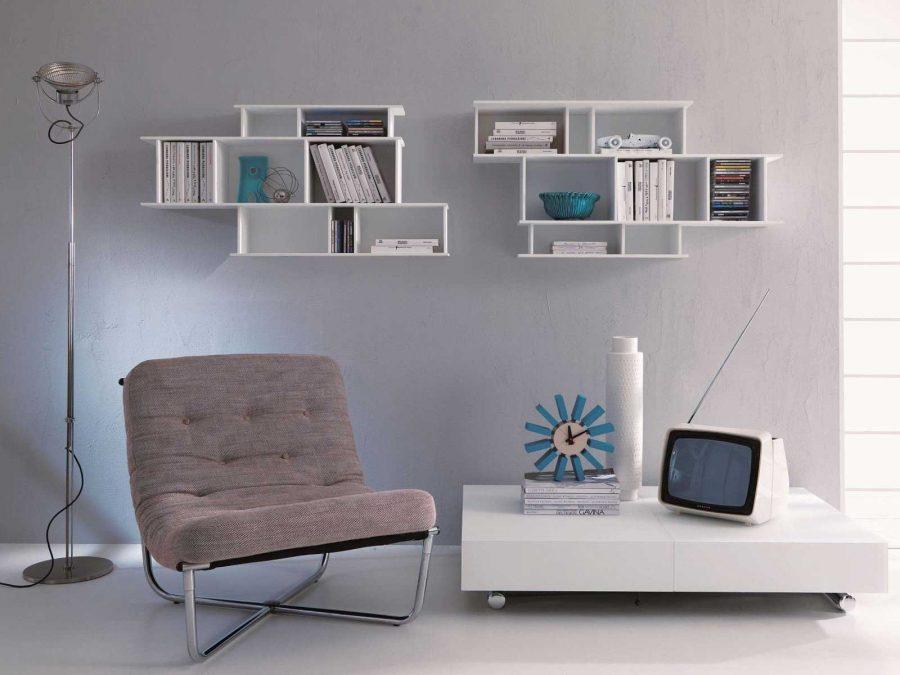 Kệ sách treo tường đơn giản trong phòng đọc sách của bạn