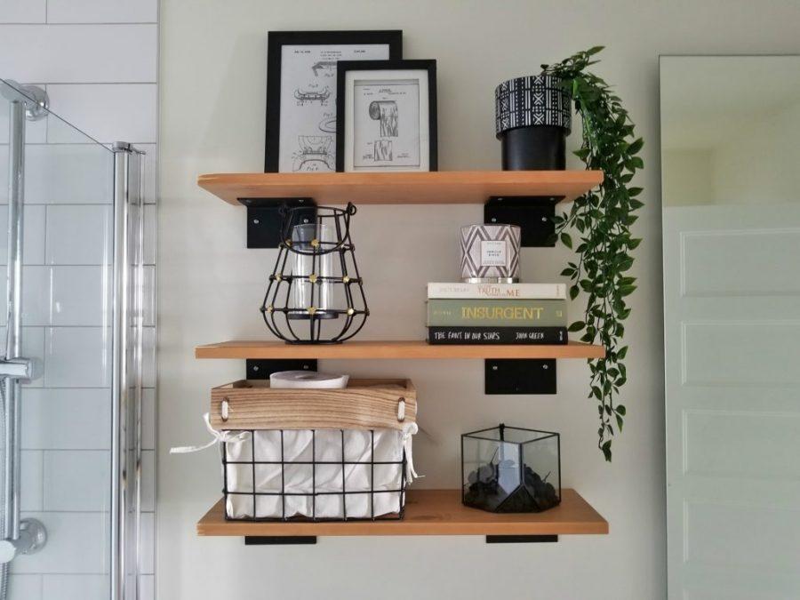 Nếu bạn yêu thích đồ nội thất bằng gỗ thì một chiếc kệ sách bằng gỗ sẽ rất phù hợp