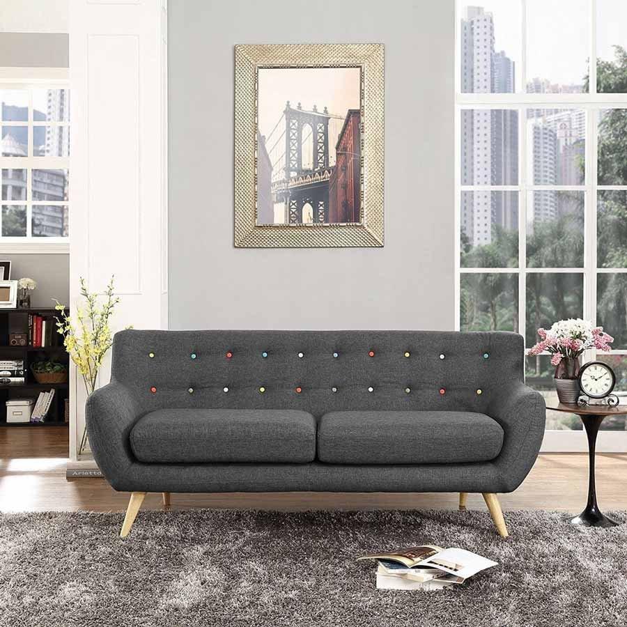 Bản thân chiếc ghế sofa không nên là tâm điểm chú ý trong phòng khách