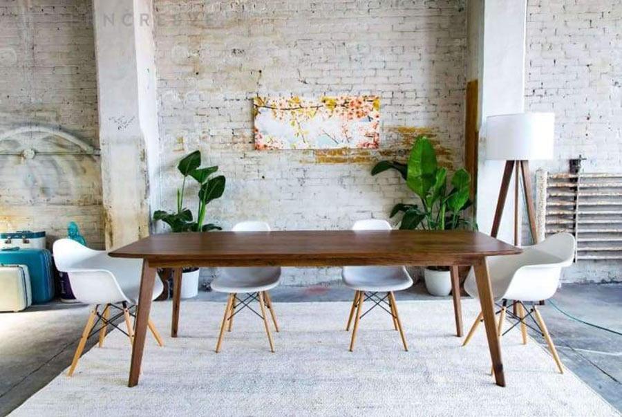 Việc chọn bàn ăn hiện đại quá nhỏ hay quá lớn cũng sẽ gây ảnh hưởng đến chức năng và thẩm mỹ của chiếc bàn