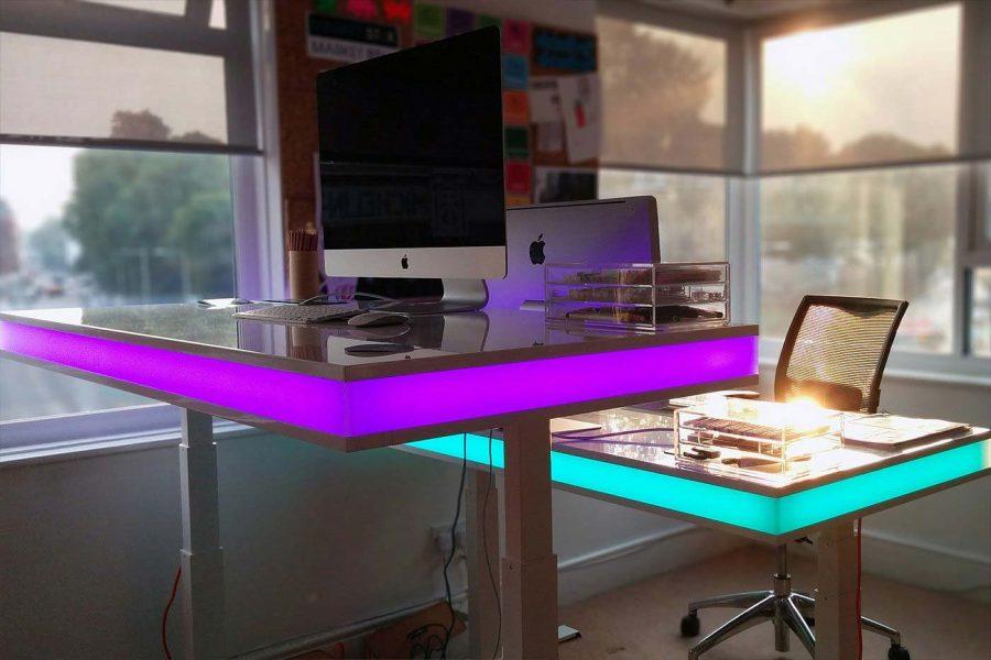 Bạn có thể bổ sung những phụ kiện cho chiếc bàn của mình