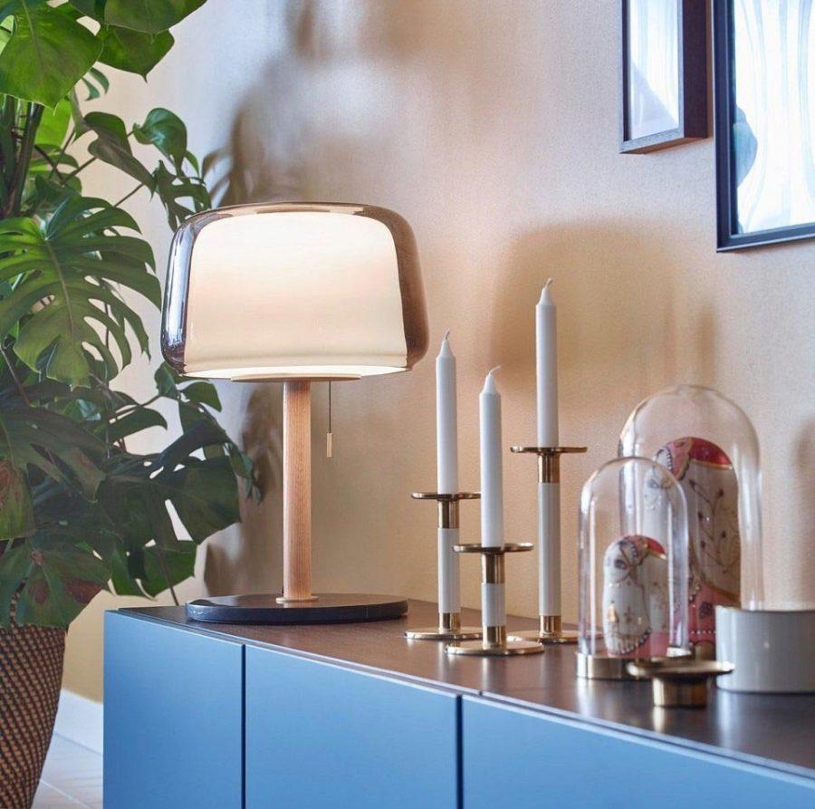 Đèn bàn giúp tăng yếu tố thẩm mỹ cho căn phòng