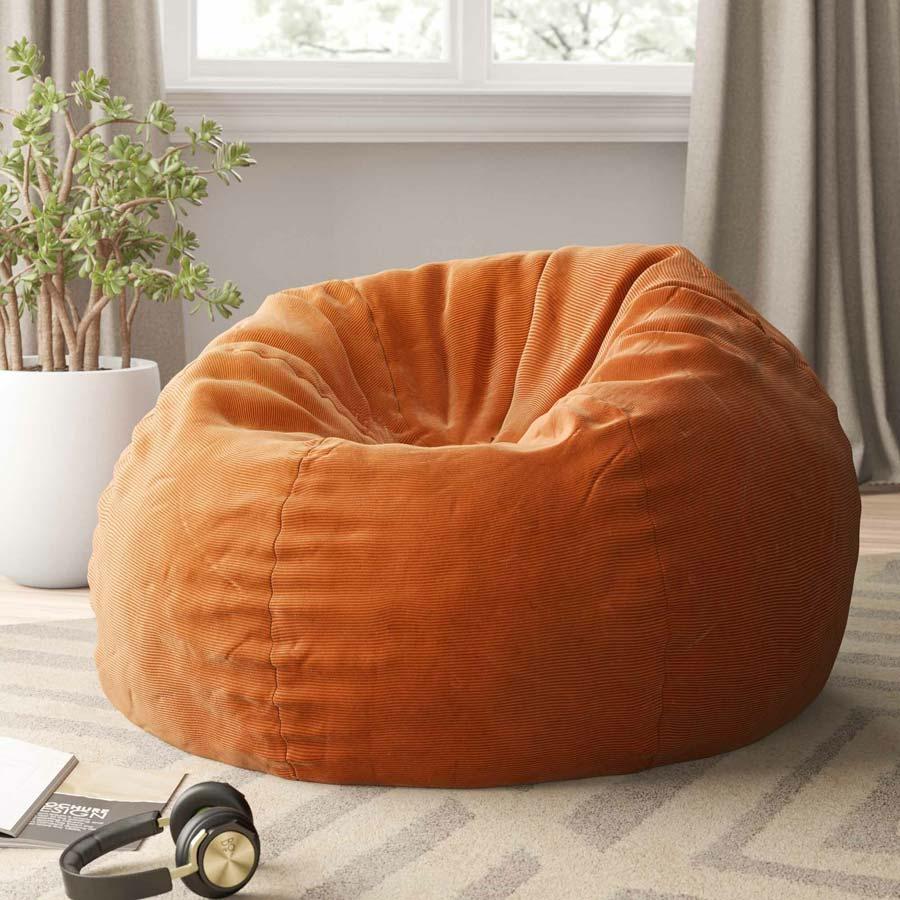 Một ý tưởng hoàn hảo để cung cấp sự thoải mái trong phòng khách chính là chiếc ghế túi đậu này. Đây là một vật dụng đa năng có thể được sử dụng trên các bề mặt lớn và nhỏ. Sự mềm mại của nó mang lại sự thoải mái và cũng hỗ trợ cơ thể của bất kỳ người dùng nào.
