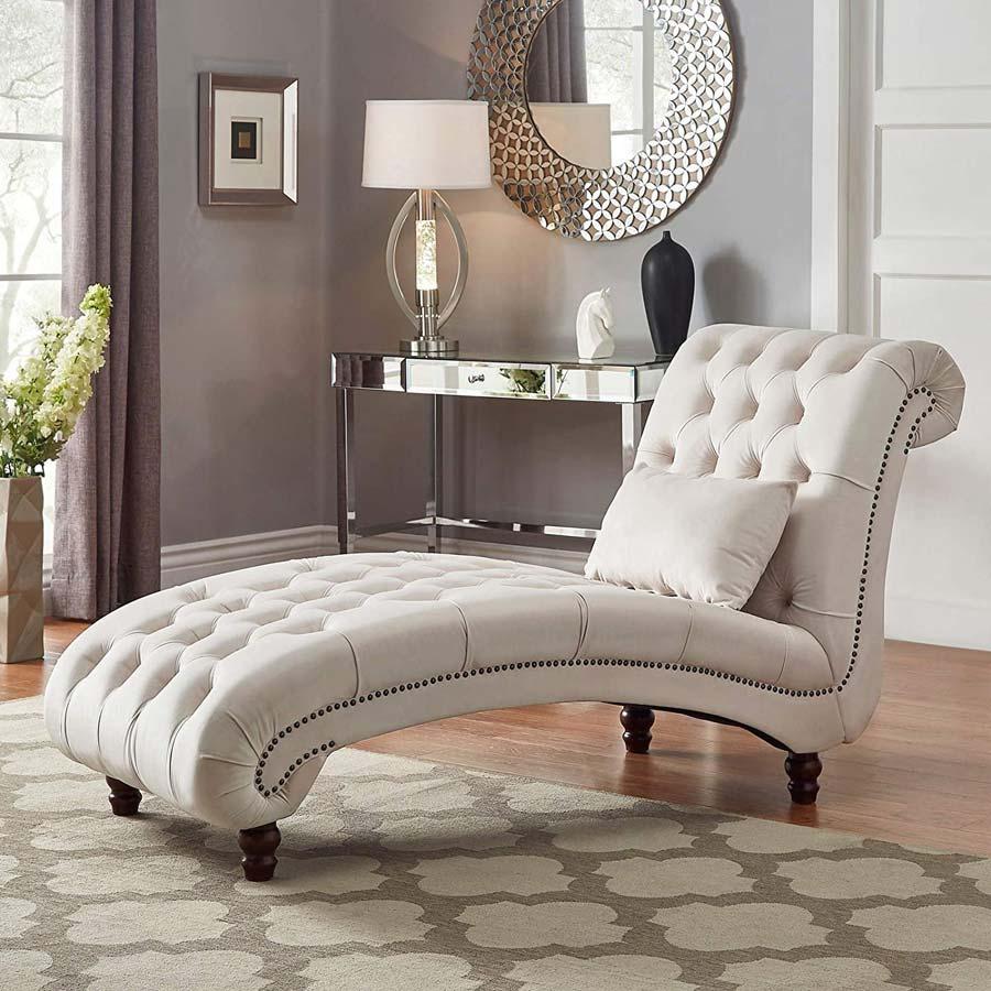 Ghế dài lớn này được thiết kế để mang lại sự thoải mái và phong cách tối đa. Được hoàn thiện bằng vải bọc màu trắng, nó mê hoặc với hoa văn trang trí tinh tế. Nó sẽ phù hợp với cả phòng khách hiện đại và truyền thống