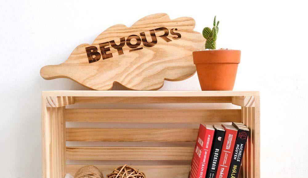 Cần gì phải tốn thời gian chọn cho mình một tủ sách chiếm hết diện tích căn phòng. Trong khi giờ đây đã có hộp gỗ pallet để giúp bạn đựng sách rồi