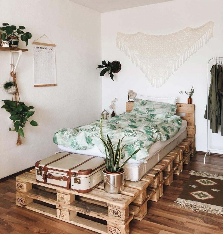 Chiếc giường được thiết kế bằng những tấm pallet chắc chắn trông cực kỳ ấn tượng