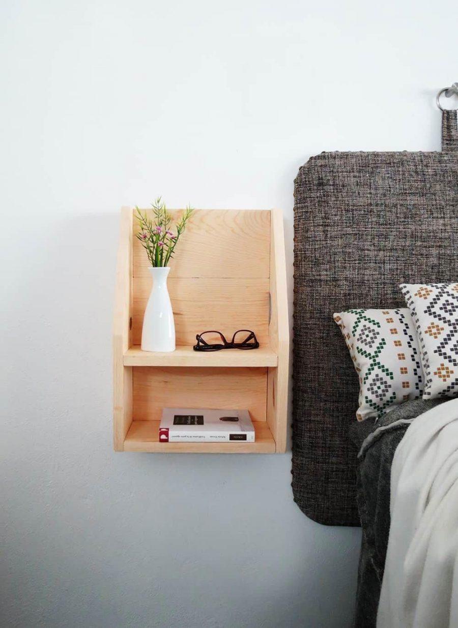 Kệ gỗ cực kỳ gọn gàng và mộc mạc cho căn phòng
