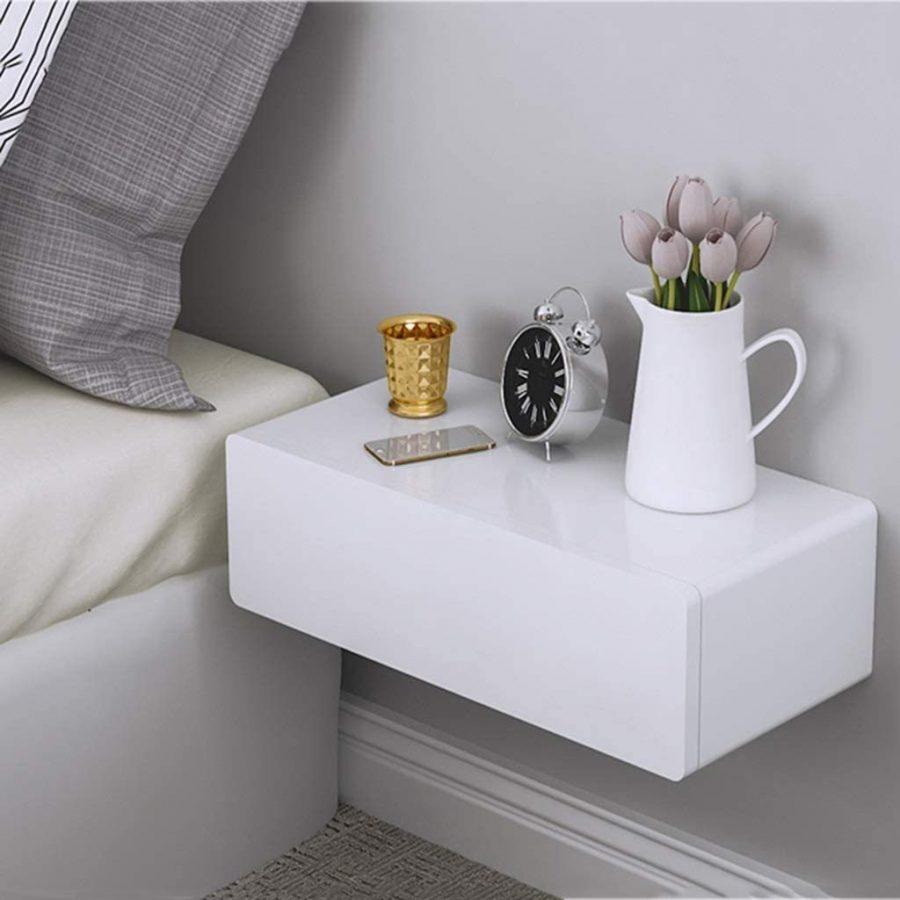 Một chiếc kệ hình hộp có nắp đậy đảm bảo sự riêng tư cho những món đồ lưu trữ bên trong