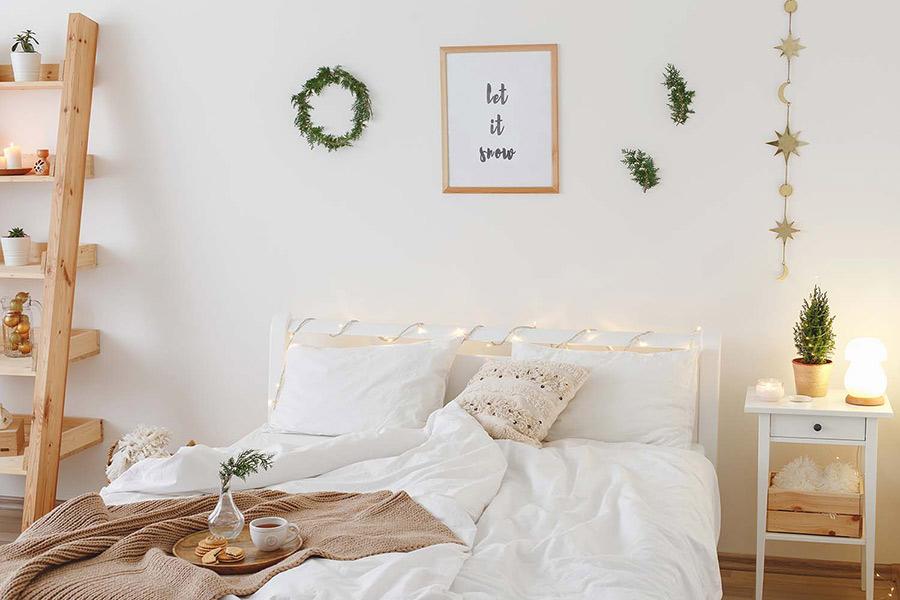 Với phòng ngủ có diện tích nhỏ, bạn cần chọn giường có kích cỡ phù hợp để phòng được thông thoáng, tạo điều kiện cho những giấc ngủ sâu và thoải mái.