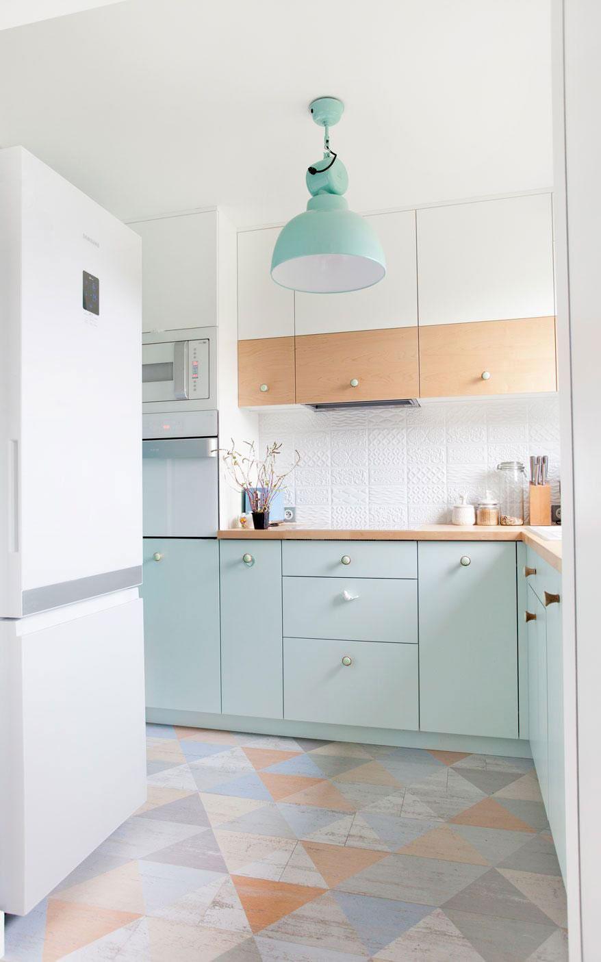 Màu pastel khiến không gian nhà bếp trở nên ngọt ngào và sáng sủa hơn