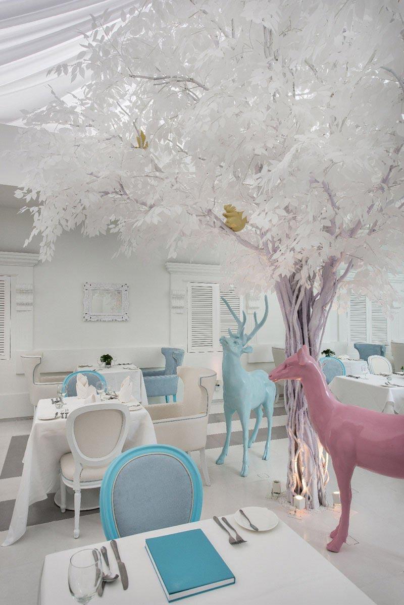 Những chi tiết pastel nổi bật trong không gian căn phòng màu trắng...