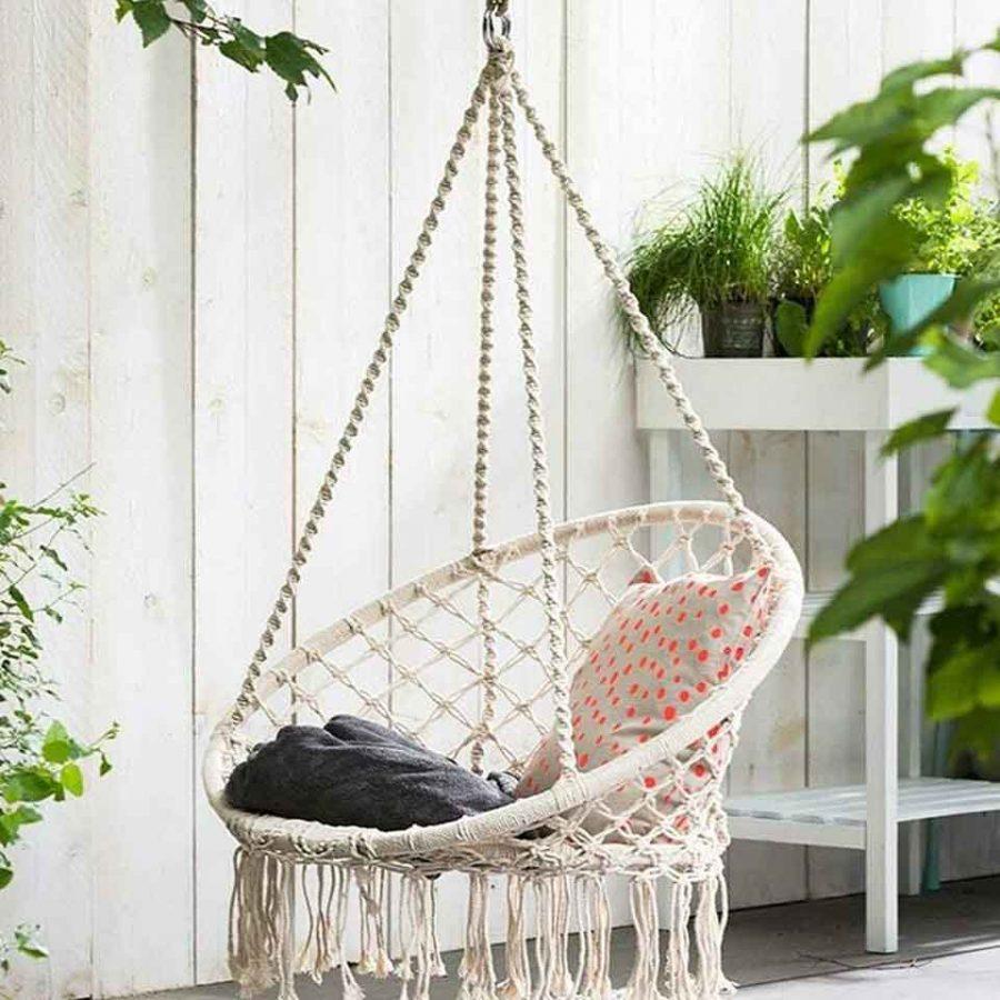 Một chiếc ghế treo giúp bạn nghỉ ngơi thỏa sức