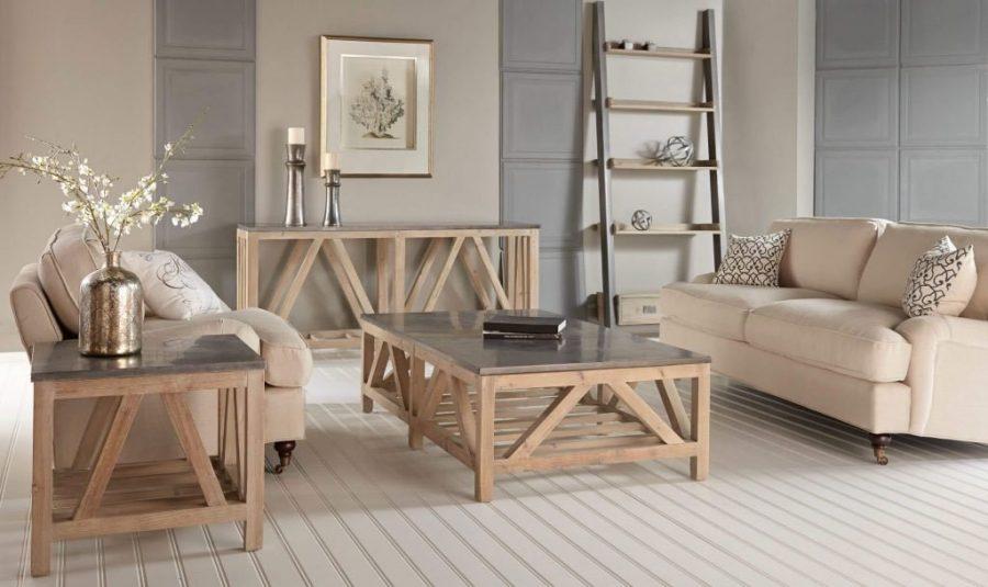 Tùy thuộc vào không gian phòng khách mà bạn cần chọn màu sắc bàn ghế sao cho phù hợp