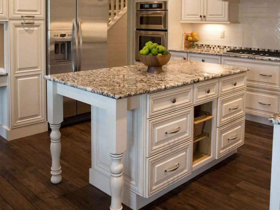 Mặt bàn tạo cảm giác mát mẻ và ấn tượng cho không gian bếp
