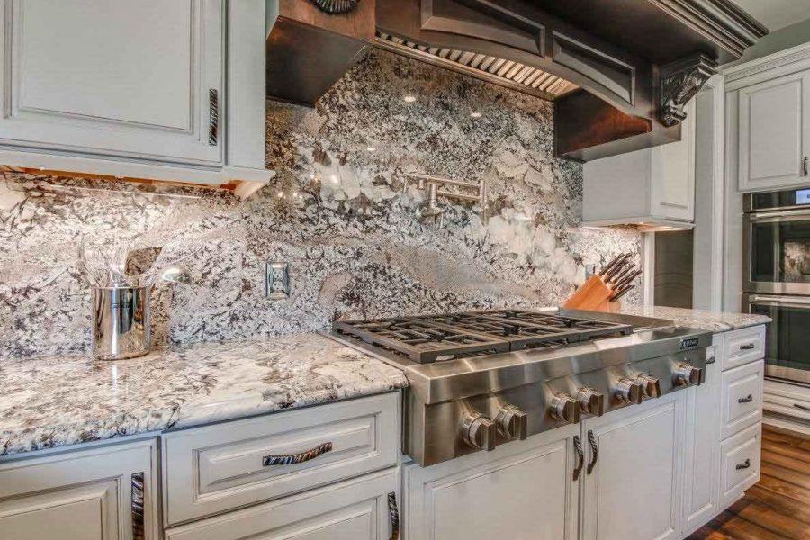 Tấm chắn giúp bạn dễ dàng vệ sinh khu bếp của mình