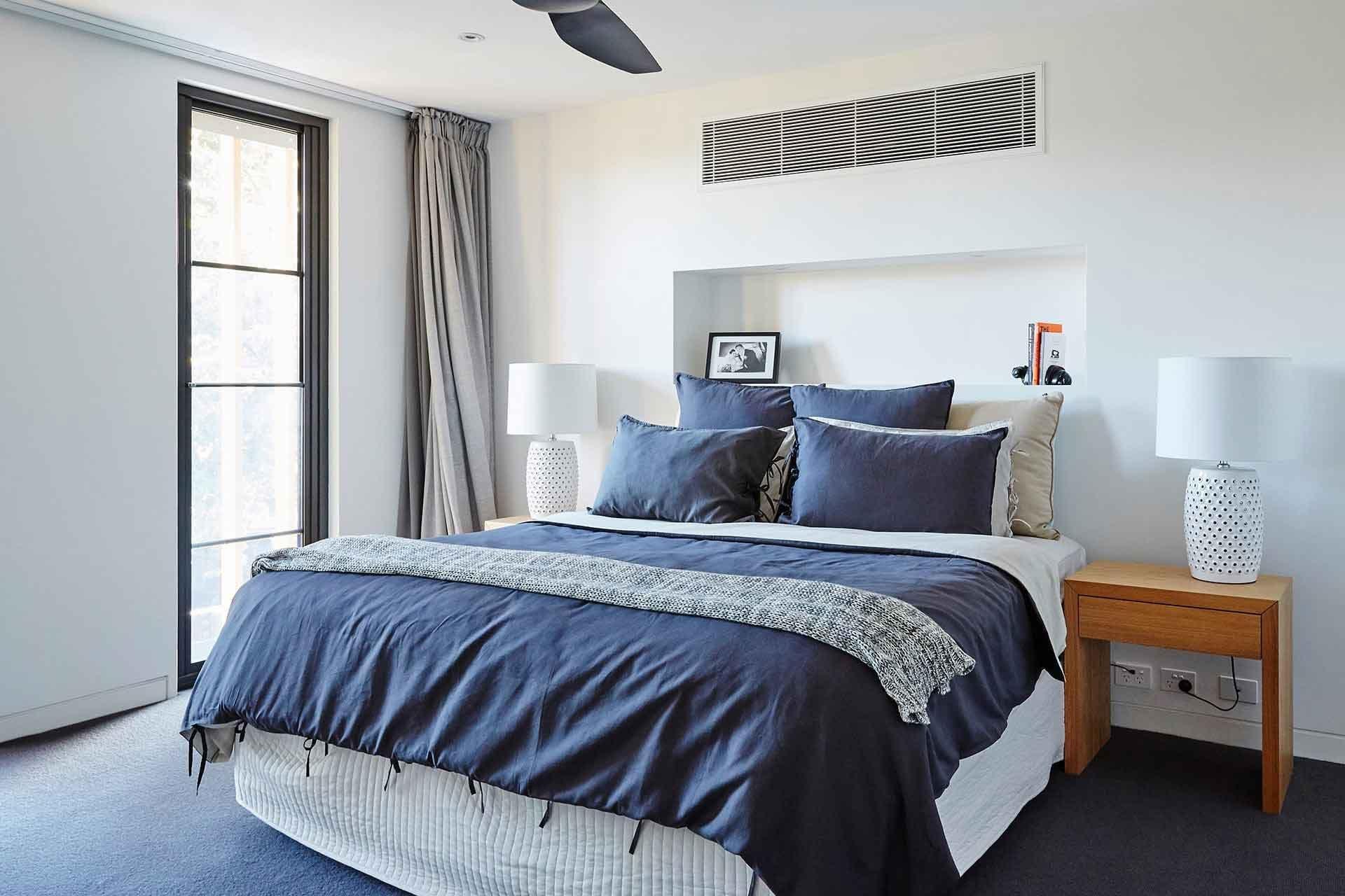 Kích thước giường ngủ cần phải phù hợp với không gian xung quanh phòng
