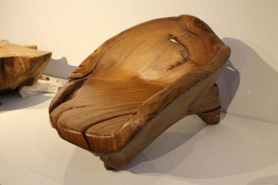 Gỗ óc chó thuộc loại gỗ cứng và có thớ thẳng