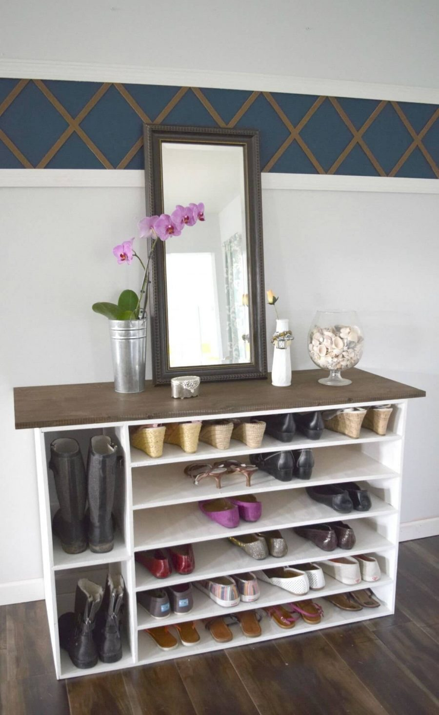 Có nhiều chất liệu khác nhau để bạn có thể lựa chọn cho tủ giày