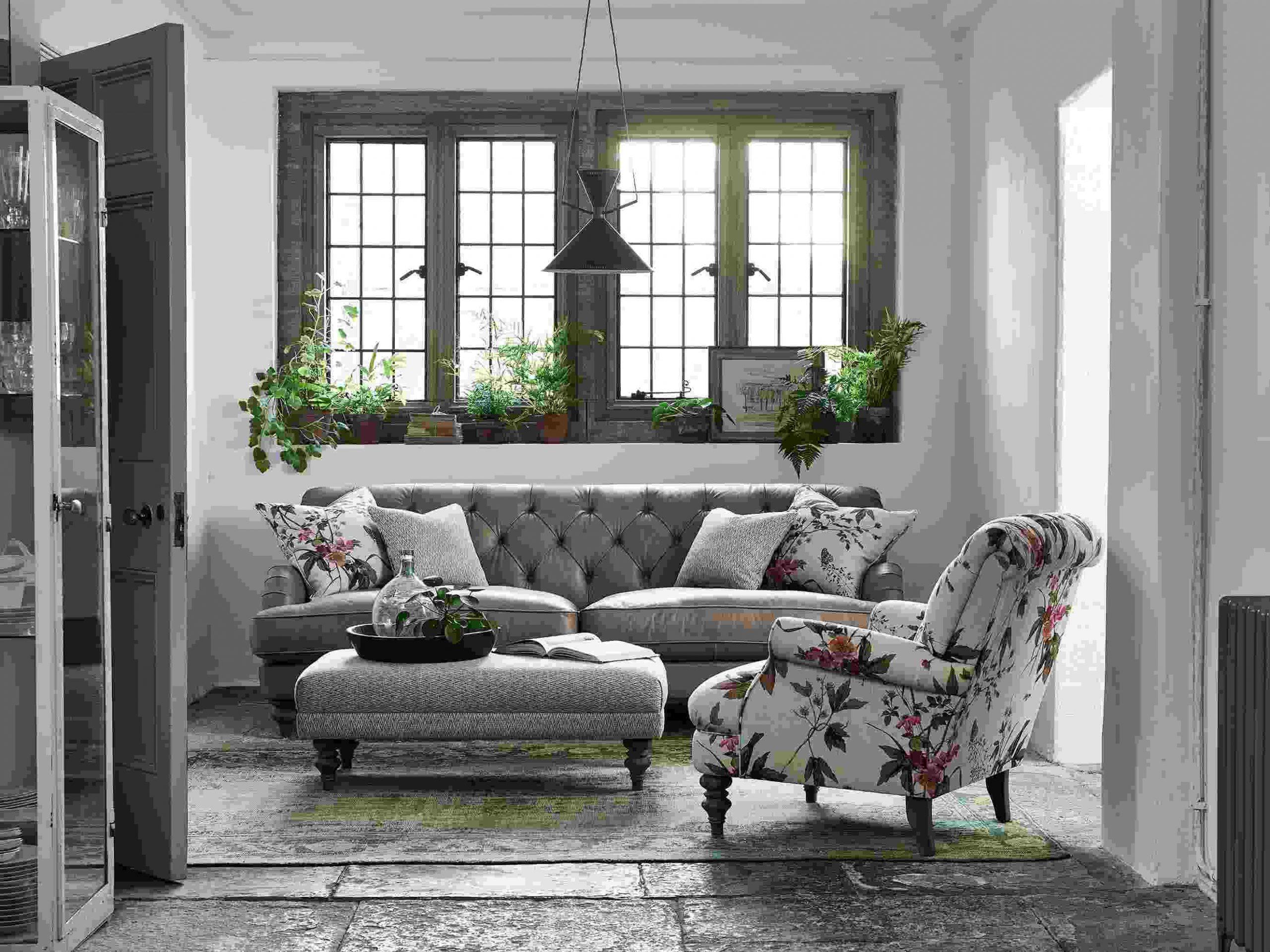Các món đồ trang trí cổ điển sẽ làm nổi bật lên yếu tố vintage cho ngôi nhà của bạn