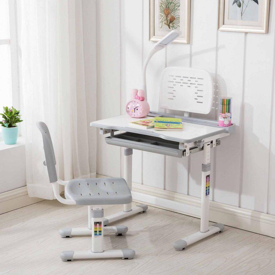 Khi chọn bàn cho bé cần phải đảm bảo được độ bền của bàn