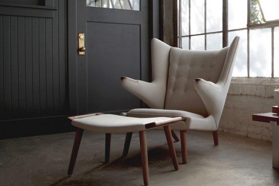 Chỗ để chân là một tính năng hoàn hảo cho chiếc ghế đọc sách của bạn