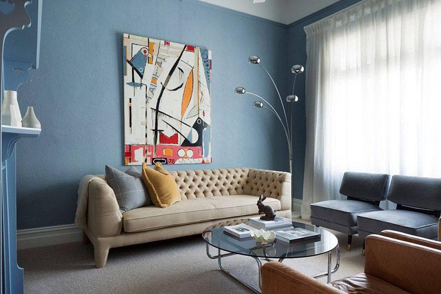 Các sắc thái nhẹ của màu xanh được sử dụng rộng rãi trong các phòng khách hiện đại.